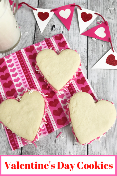 These EASY Valentine's Day sandwich cookies are perfect for a kid's party and can be made with the kids! #ValentinesDay #Valentines #Dessert #KidsDessert