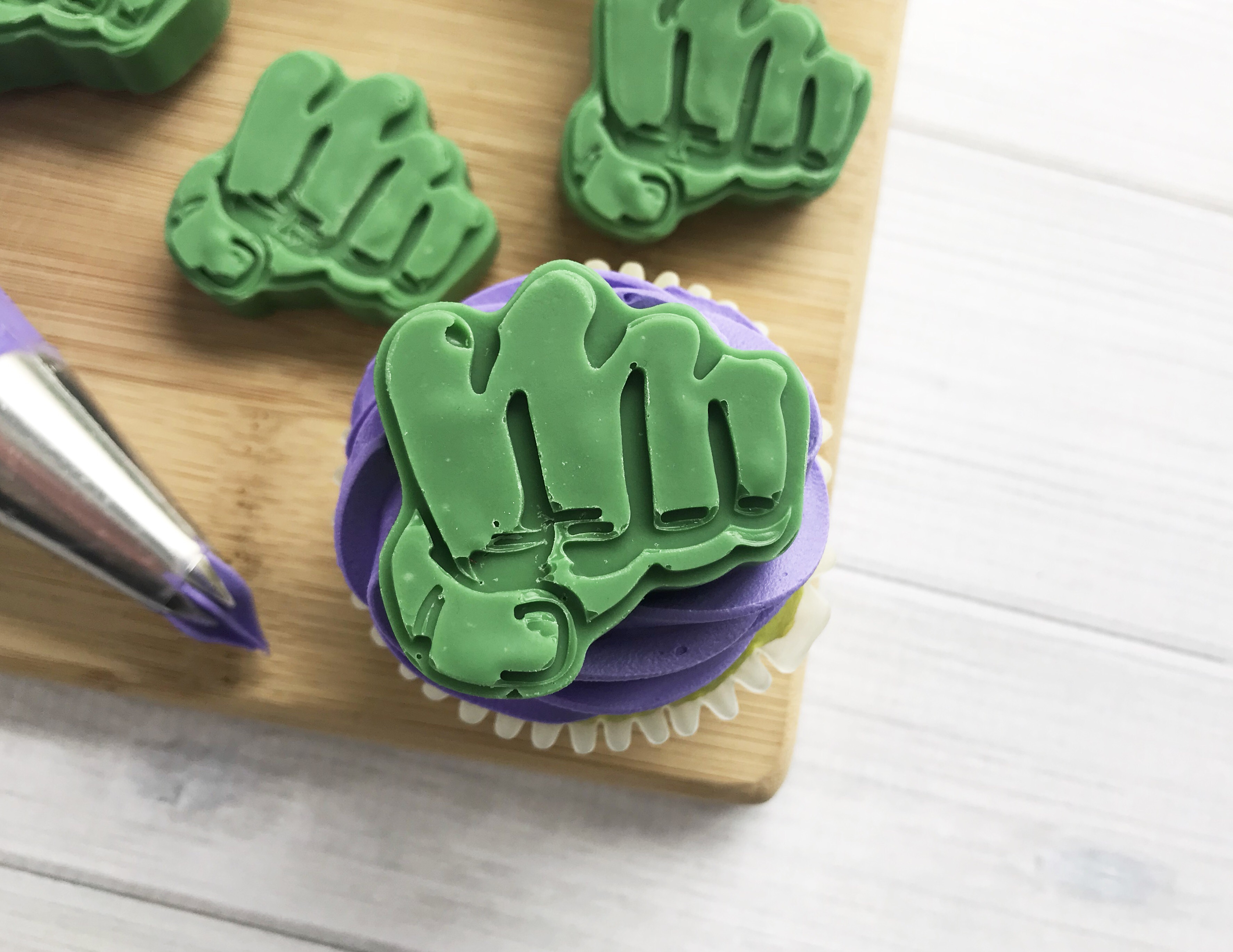 Hulk Cupcakes, SuperHero Party Ideas, Superhero Party, Avengers Desserts, Avengers Infinity War Recipes