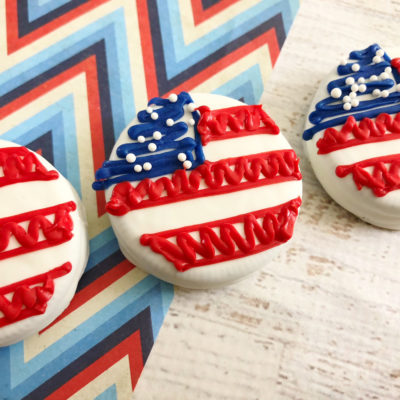 American Flag Oreos – The Cutest 4th of July Dessert Ever!