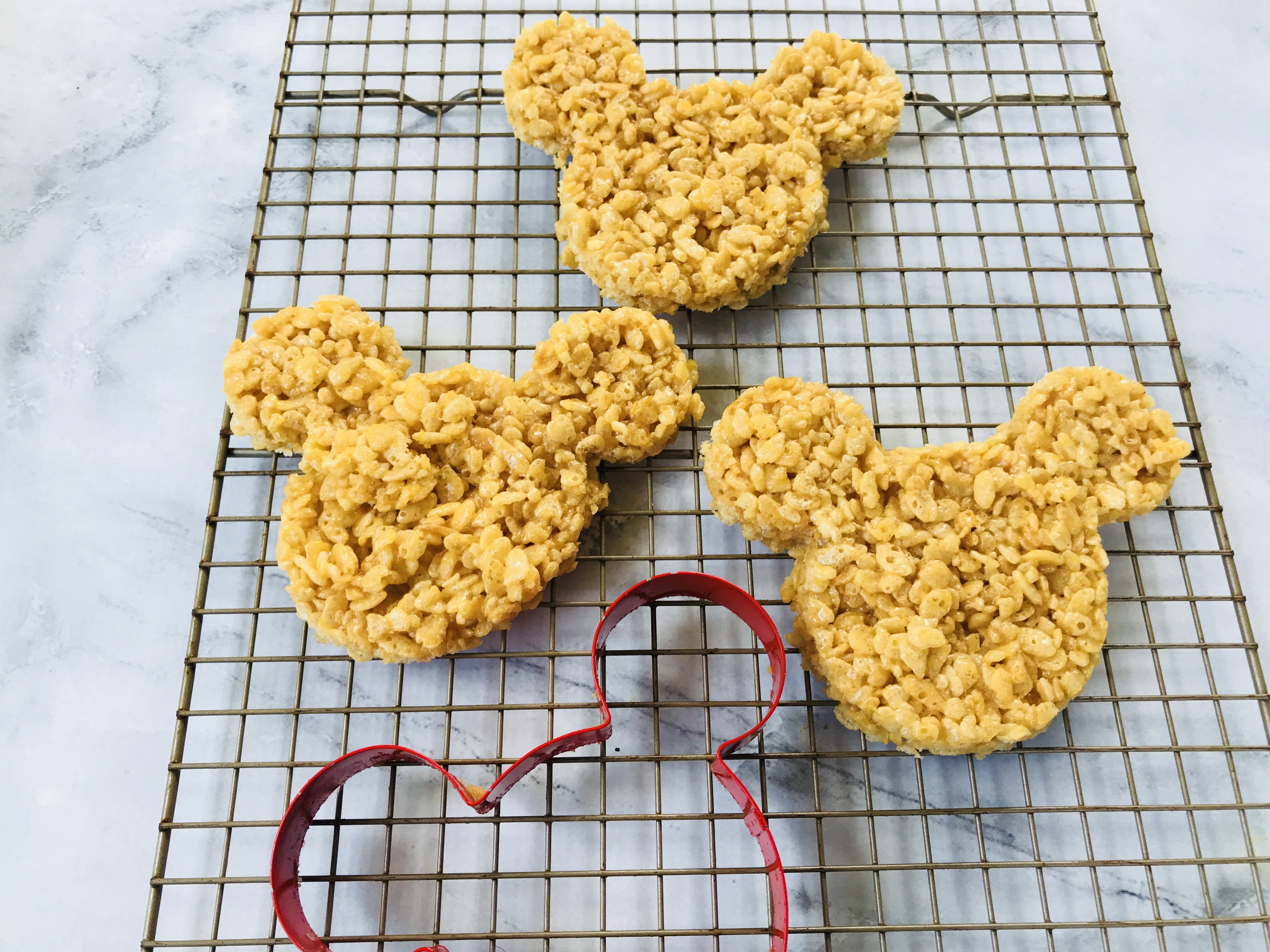 Mickey Pumpkin Rice Krispies Treats, Halloween Mickey Rice Krispies, Halloween Treats, Disney Food, Mickey Rice Krispies