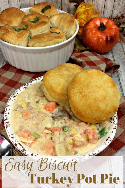 If you have Thanksgiving leftovers, this easy turkey pot pie recipe is quick and hearty! Save time with refrigerated biscuits to top it off. #Thanksgiving #Thanksgivingleftovers #Turkey #TurkeyPotPie #ThanksgivingRecipes