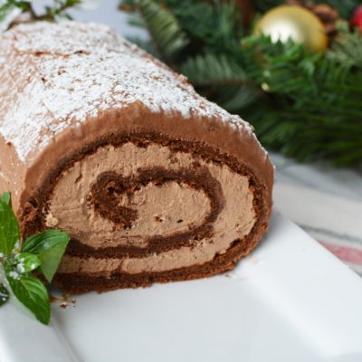 Yule Log Cake Recipe: A Christmas Classic & Showstopper