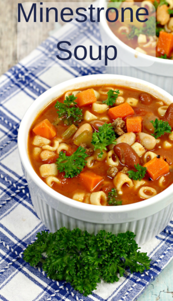 Minestrone Soup: Keep dinner heart and warm with this easy Minestrone Soup recipe! It's the perfect one-bowl dinner idea. #MinestroneSoup #SoupRecipe #Soup #ItalianSoup