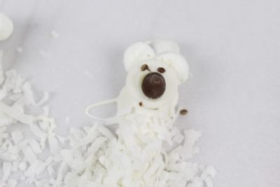 Polar Bear Pretzels, Polar Bear Snack, Polar Bear Kids Snack, Holiday Snack Idea, Christmas Kids Snack