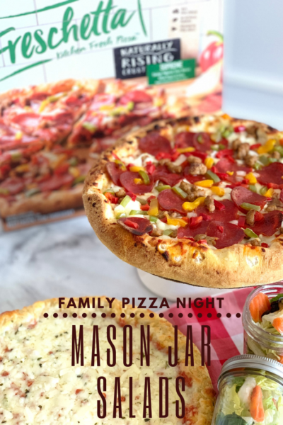 #AD Keep family pizza night easy and fun with these Mason Jar Salads that are prepped ahead of time. They pair perfectly with Freschetta pizza! #FreschettaFresh