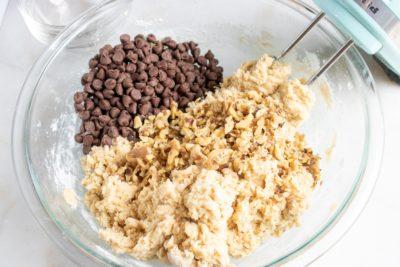 Easy Chocolate Chip Walnut Bars, Chocolate Chip Walnut Bars, Dessert, Easy Dessert Recipe, Dessert Bars