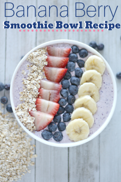 Start your mornings on a healthy note with this easy banana berry smoothie bowl recipe! It's full of flavor, packed with protein and good-for-you nutrients! #SmoothieRecipe #SmoothieBowl #EasySmoothie #Breakfast #EasyBreakfast #HealthyBreakfast