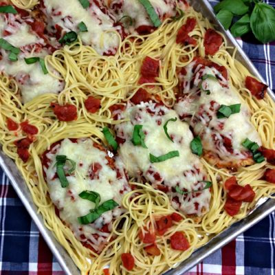 Easy Chicken Parmesan Sheet Dinner That's Perfect For Weeknights
