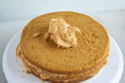 How to frost a pumpkin cake