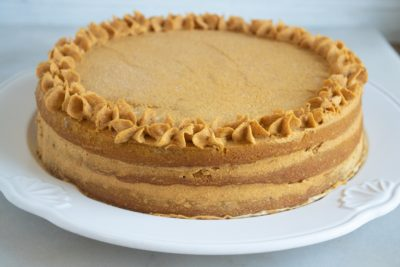 How to frost a layered pumpkin cake