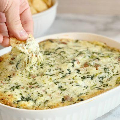 Spinach Dip With Bacon Recipe: Warm, Creamy & Cheesy