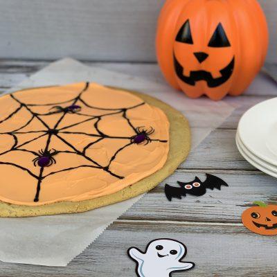 Easy 3-Step Halloween Cookie Cake Kids Dessert