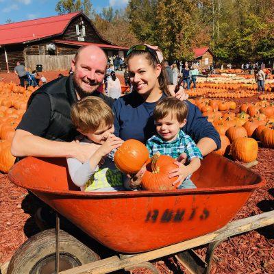 North Georgia Pumpkin Picking: Burt's Pumpkin Farm (So Much Fun)