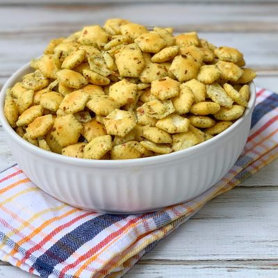 Crunchy & Spicy Oyster Crackers Recipe (No-Bake)
