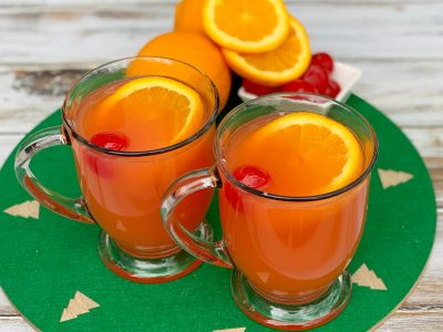 Easy Non-Alcoholic Christmas Punch Recipe (With Cherry and Orange)