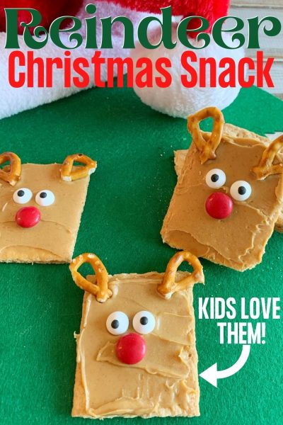 For a fun Christmas Snack, these cute reindeers are perfect for the kids! Make them for after school or for a movie night. #ChristmasRecipe #ChristmasSnack #KidsSnackideas