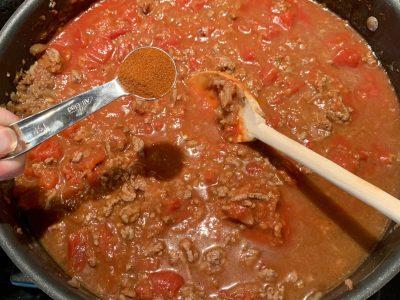 Adding paprika to pasta dish