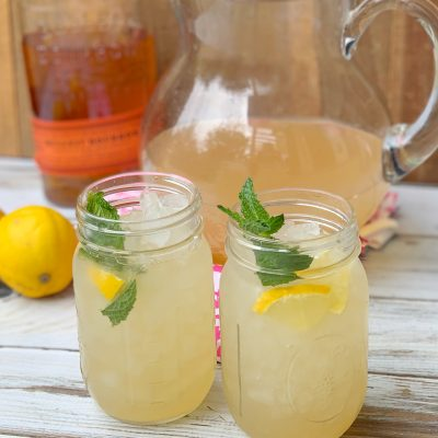 Refreshing Bourbon Spiked Lemonade Cocktail Recipe (Big Batch)